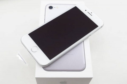 iPhone 7 128GB au [シルバー]