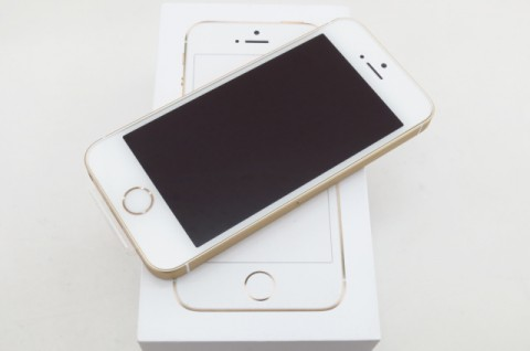 iPhone SE 16GB SIM�t���[ [�S�[���h]