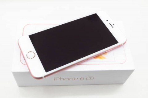 iPhone 6s 128GB SIM�t���[ [���[�Y�S�[���h]