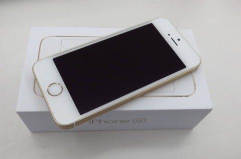 iPhone SE 64GB SIM�t���[ [�S�[���h]